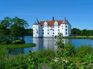 glucksburg-castle-335240_1920